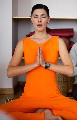 Фитнес йога с упором на мышцы пресса