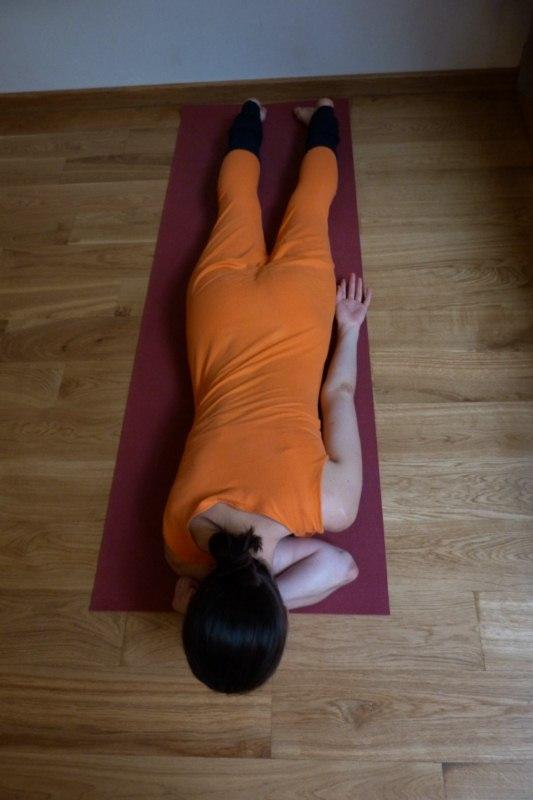 Лечение сколиоза методами йоги. Гибкостные асаны для ног.