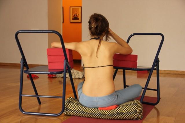 Лечение сколиоза методами йоги.